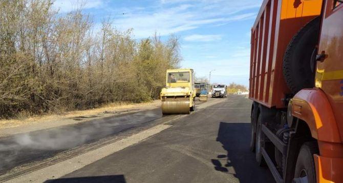 За неделю в Луганске отремонтировали асфальтовое покрытие на четырех улицах