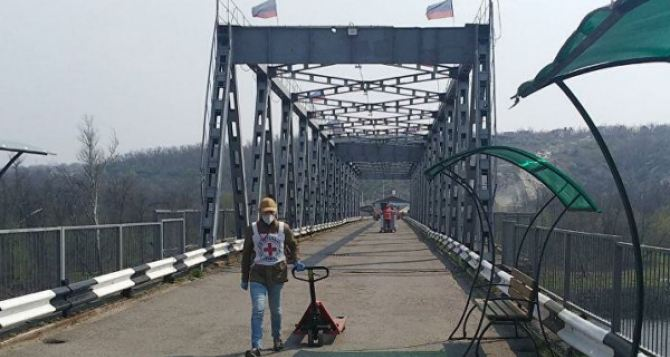 В Луганске разъяснили порядок подачи заявки на выезд через ВПП «Станица Луганская». Выезд осуществляется только по спискам