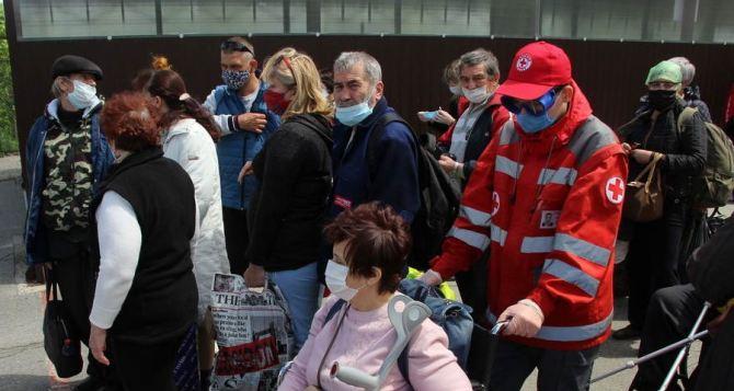 Луганск слезам не верит? Люди плакали на КПВВ «Станица Луганская»— их не выпускали из ЛНР