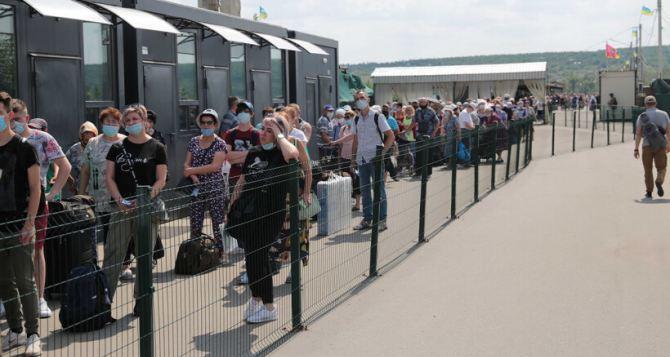 Из Луганска семья смогла выйти через КПВВ «Станица Луганская» благодаря справке из школы