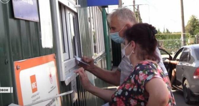 Луганчан не будут штрафовать на КПВВ за выезд через Россию для переоформления карт Ощадбанка