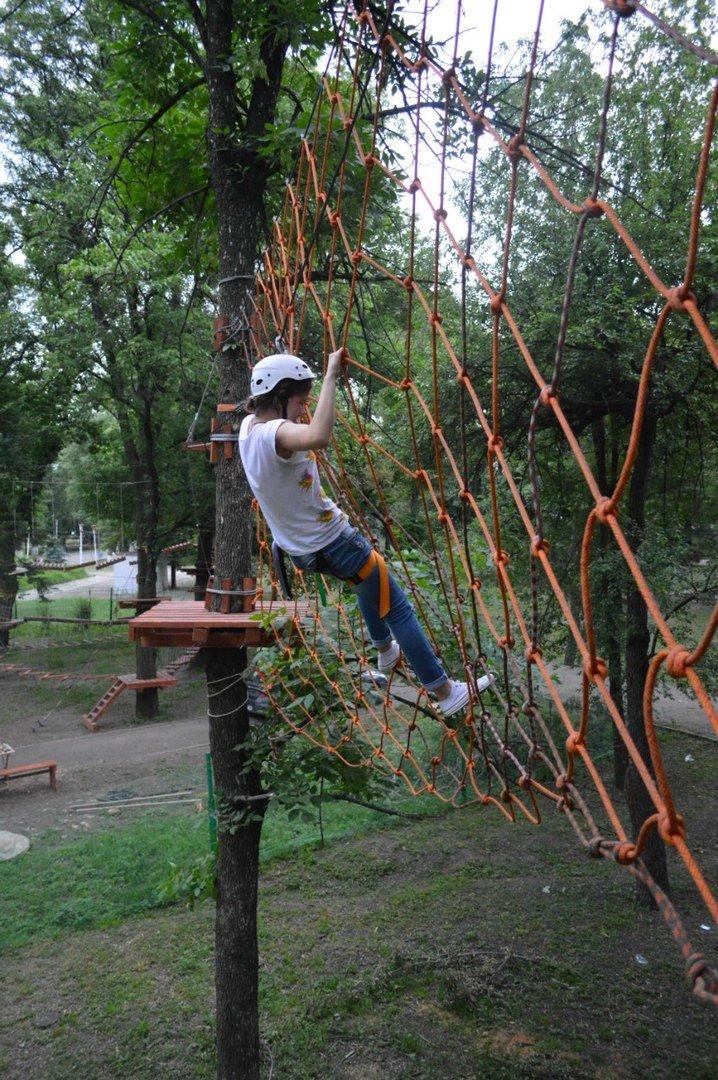 В Луганске открылся веревочный городок «Дитя джунглей» +