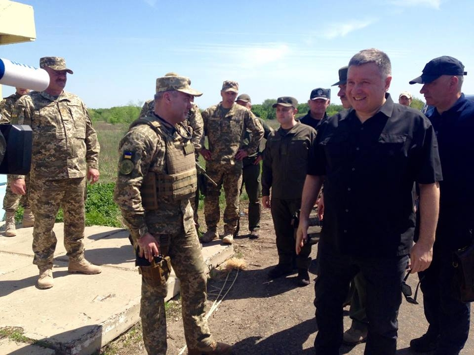 Арсен Аваков открыл новый полицейский участок в Станице Луганской