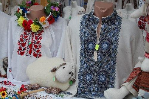 По словам Михаила, вышиванки были не из дешевых - от 260 грн. до 6000 грн.
