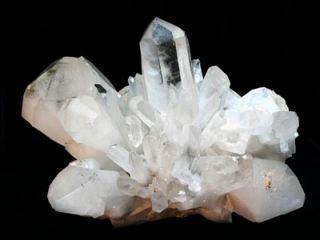 В селе на Луганщине обнаружили кристаллы горного хрусталя - по предварительным гипотезам, где-то рядом могут быть алмазы