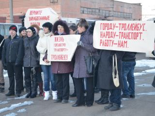 Алчевские водители троллейбусов начали забастовку