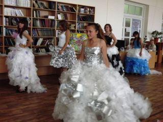 «Экологичную» одежду из мусора показали в Луганске (фото, видео)