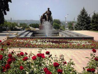 Экскурсия по «розовому» скверу Луганска (фото)