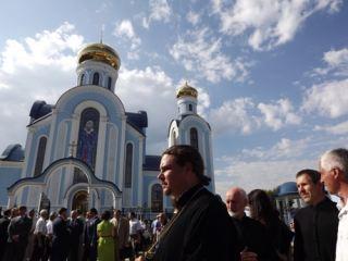 В Луганске под песнопения хористов открыли храм в честь иконы Божией Матери «Умиление» (фото, видео)