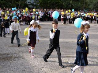 В Луганске начался учебный год для 33,5 тыс. школьников (фото)