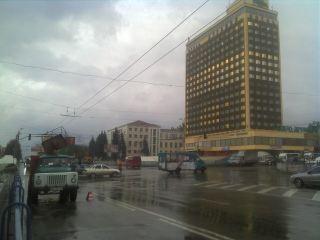 В центре Луганска не работают светофоры. Их сменили регулировщики (фото)