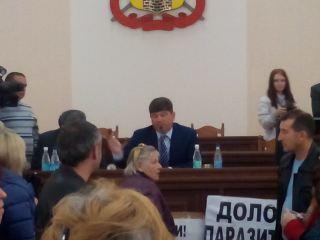 Скандал на сессии Луганского горсовета: предприниматели заблокировали трибуну (фото)