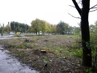 Вместо парка в Луганске построят заправку (фото)