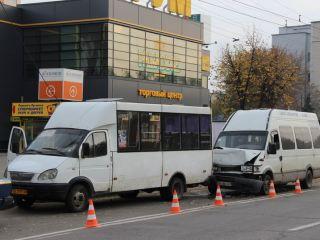 ДТП в центре Луганска: в маршрутку въехал микроавтобус (фото)
