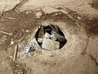 В Луганске насчитали более 120 открытых люков