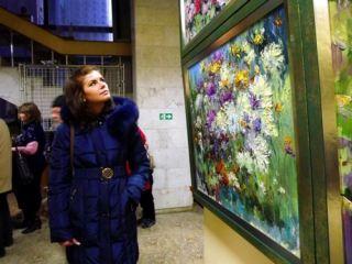 Ароматный глинтвейн и пестрые картины: в Луганске открылась выставка Тудора Стегэреску (фото, видео)