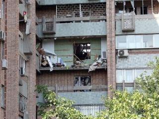 Люди, пострадавшие от взрыва в доме на улице Шевченко, 4, возвращаются домой
