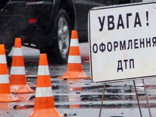 ДТП на Луганщине: легковушка врезалась в КамАЗ
