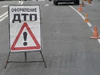 В Луганской области иномарка влетела в остановку: погибли женщина и ребенок
