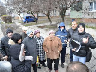 Строительство заправки в квартале Якира: представитель застройщика встретился с жителями (фото, видео)