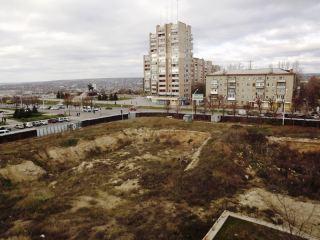 Обещанного три года ждут? «Донбасс-холл» в центре Луганска строить так и не начали (фото)