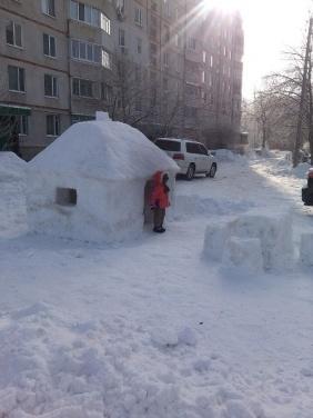 Харьковчане строят дома...из снега