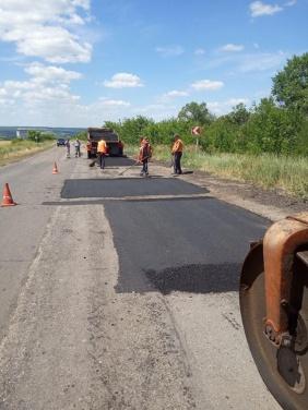 Начался ямочный ремонт дороги из Новоайдара до Счастья