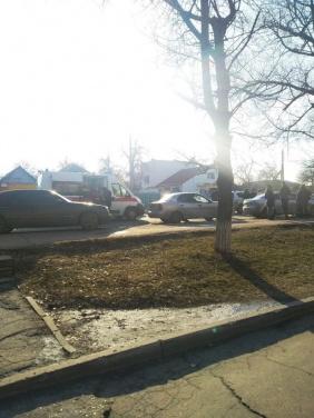 В Луганске, в районе 11 поликлиники произошло ДТП, есть пострадавшие. ФОТО
