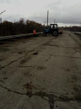 В Счастье ремонтируют дорогу в сторону Луганска, в Золотом уложили асфальт на Первомайск. ФОТО