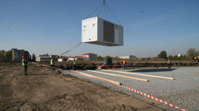 В Харькове монтируют модульные домики для переселенцев