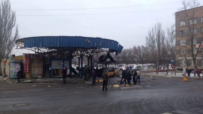 Последствия обстрела автостанции «Центр» в Донецке +