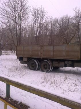 Последствия обстрела Луганска: снаряд прилетел на детскую площадку +
