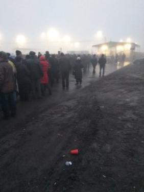 Очевидцы опубликовали фото огромной очереди на КПВВ Еленовка