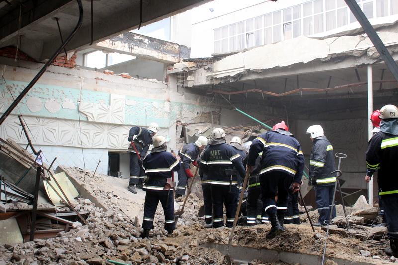Спасатели нашли тело женщины под завалами в «Глории Джинс» +
