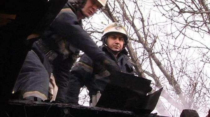 В частном секторе Луганска произошел пожар (фото, видео)
