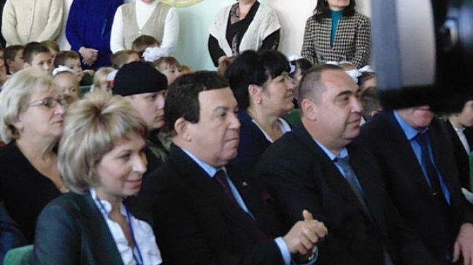 Кобзон в Луганске пел и раздавал тульские пряники +