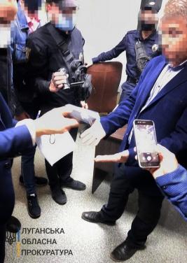 Высокопоставленного чиновника поймали на взятке в Луганской области. ФОТО
