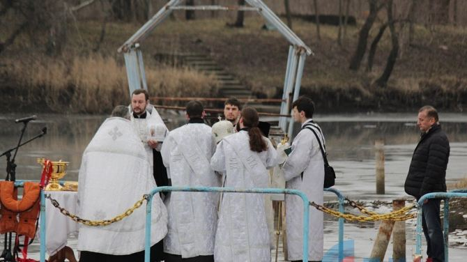 Крещенские купания в Луганске (фото, видео)