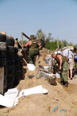 В Луганске заявляют, что продолжают работы по демонтажу своих оборонительных сооружений на мосту у Станицы. ФОТО