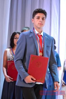 Бал выпускников-медалистов прошел в Луганской филармонии