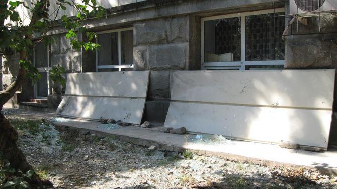 Как в Луганске восстанавливают пострадавшую от обстрелов библиотеку +