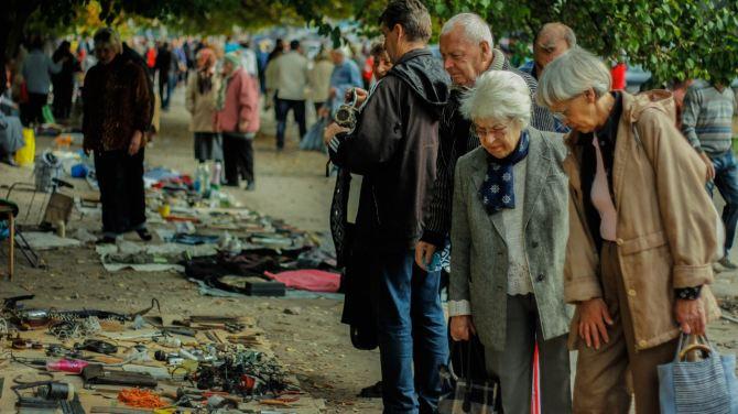 Свежие фото Луганска: как идет торговля на одном из рынков